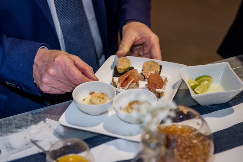 présentation d'un plat à la Halle Martenot