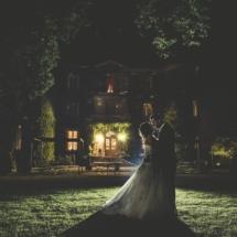 Mariés de nuit dans le parc du Château d Apigné près de Rennes Bretagne